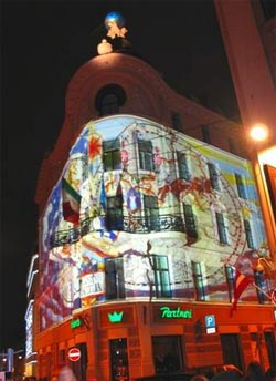 Рекламная проекция на здание