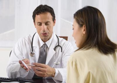 Первые симптомы рака молочной железы у женщин: на что обратить внимание